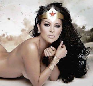 Gostosa fazendo cosplay da Mulher Maravilha
